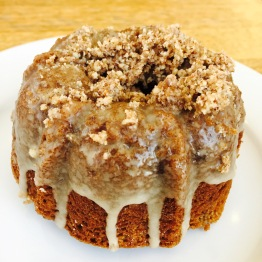 Gluten Free Bonnie - Made with their own gluten free flour mix, this bonnie which is essentially a mini bundt cake is soft with a gooey frosting in the center. It reminds me of coffee cake except it doesn't crumble as much and isn't as dry which can be credited to the thin glaze on the outside that adds the perfect amount of sweetness